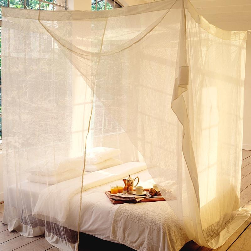 l gante moustiquaire de lit baldaquin. Black Bedroom Furniture Sets. Home Design Ideas